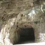 Il santuario scolpito nella grotta (entarta  tunnel )