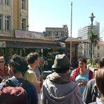 Marcia dandonos algunos tips sobre donde comer en Valparaiso