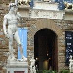 As estatuas por todos os lugares