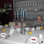Martine aan de ontbijttafel