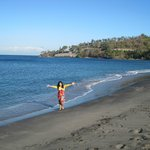 Pantai di Belakang Hotel