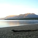 The shores of Lake Manapouri in front of Motarau Hut
