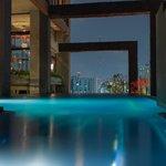 Pool mit Blick über Bangkok