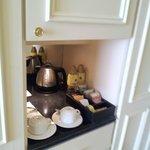 Minibar con kettle