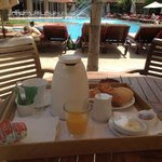 10.20 am - breakfast in the pool?ask for room-service and take the tray yourself