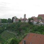 A Cidade medieval vista da janela do quarto.