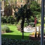 il giardino dell'hotel dove e' possibile far colazione