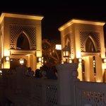 souq al bahar - ingresso - torri - notte