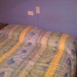 cama vieja y pequeña