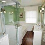 Kay Room Bath