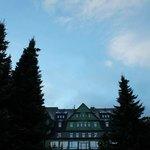 Historischer Hotelteil mit Restaurants und Suiten.