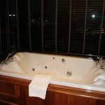 Jacuzzi in the senses suite with view of the city