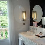 Room 414 - Double sinks & Ferragamo toiletries