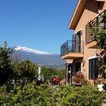 The breakfast terrace at B&B Villa Naria Giovanna