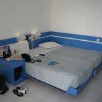 кровати сдвинули сами,свет над кроватью жутко неудобный,постоянно бились головой!тоже самое стои