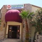 ingang moonshine hotel