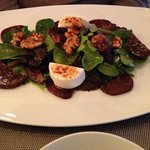 Starter - Salad with beetroot, goat cheese and walnuts