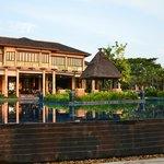 Pool and Hauptrestaurant