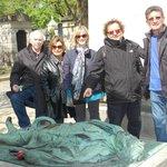 Sur la tombe de Victor Noir et son fameux gisant
