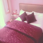 Lovely comfortable bed in the orchid room x