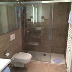 modernes Bad im Hotel Bayrischer Hof in Prien