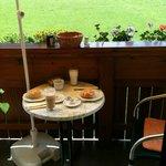 Frühstück auf dem Balkon...