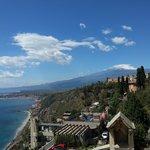 Vista do hotel, mar Egeu e Monte Etna