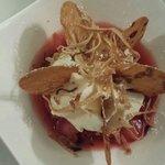 Soupe de fraise espuma menthe et chips de crêpes
