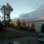 amanecer en el lago, desde el balcon de la cabaña