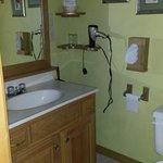The bathroom in the hideaway room (spacious bathroom)