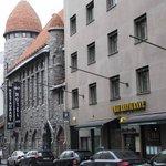 Отель - вид с улицы