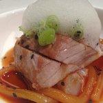 Tataki de atun rojo y fideos agridulces