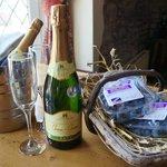 Chinn-Chinn English sparkling wine and fresh blueberries