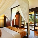 Grande Honeymoon Bedroom