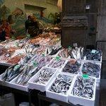 via delle Drapperie... stupendo mercato