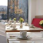 Frühstücksrestaurant mit Blick auf den Schönen Brunnen