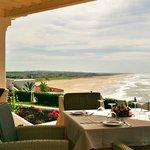 Terraza comedor sobre playas de Sidi Kacem, Atlántico