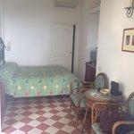 Mooie kamer met twee eigen terrasjes en zicht op zee
