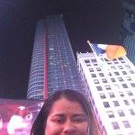 Na Duffy Square, em frente ao hotel!