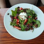 Baked goat cheese & spinach salad
