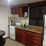 Vista del área de cocina de la suite