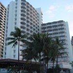 ビーチから見たホテル 左側の建物がおすすめ