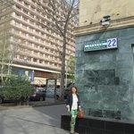 За мной высокое здание-Ани Плаза