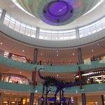dubai mall - atrio con scheletro dinosauro