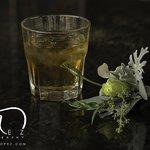 Bar al lado de la alberca durante la boda, detalle del whisky del novio para agarrar valor!