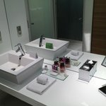 SDB - Moderne, propre et pdts d'accueil corrects