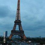 Torre Eiffel illuminata di sera