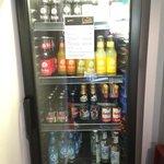 Getränkeautomat für Gäste im Flur. Auch Gläser sind ausreichend vorhanden...