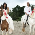 bride and groom on horses (found by Kitty & Eddie of La Costa de Papito)