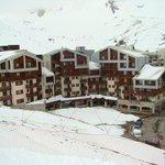 Résidence vue de la piste de ski qui surplombe